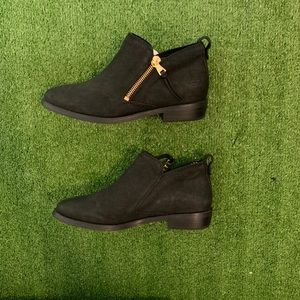 (NWOT) UGG Leather ankle Booties
